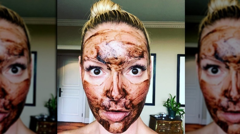 Katherine Heigl with a brown face mask
