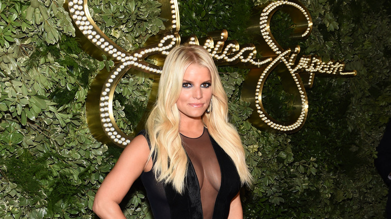 Jessica Simpson side hustle fashion