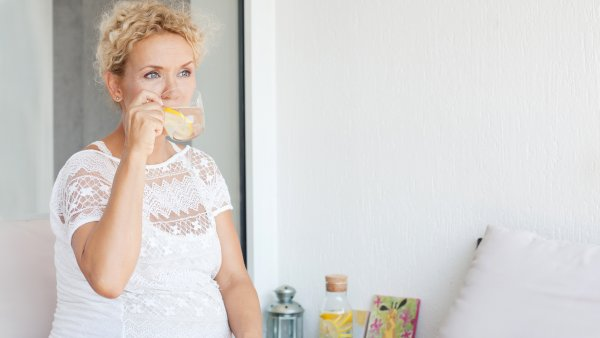 7 beverages to drink while pregnant and 7 to avoid