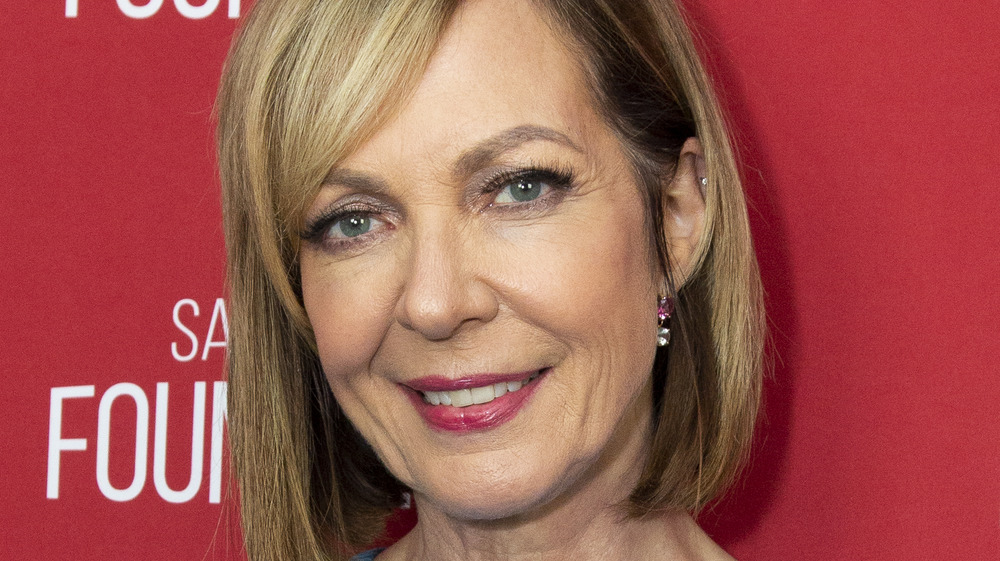 Allison Janney Reveals What It's Like Working On Mom Without Anna Faris