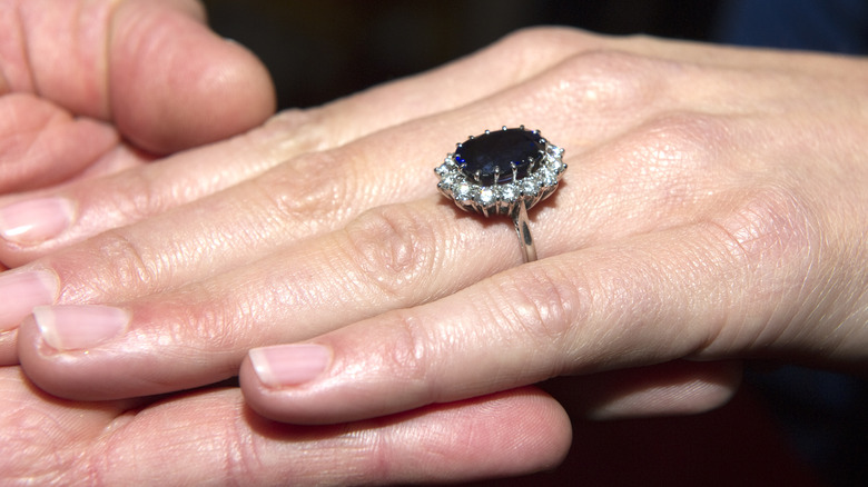 what we know about meghan markle s engagement ring meghan markle s engagement ring