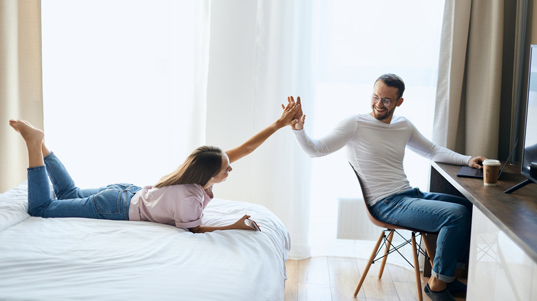 The One Thing Couples Should Do Every Day To Stay Happy-5642