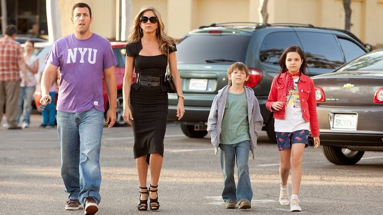 Bailee Madison, Adam Sandler, Jennifer Aniston, and Griffin Gluck in Just Go With It