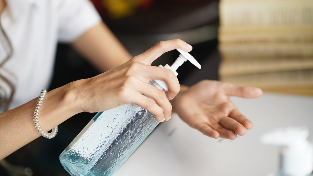 How To Make Your Own Hand Sanitizer And Cleaning Wipes