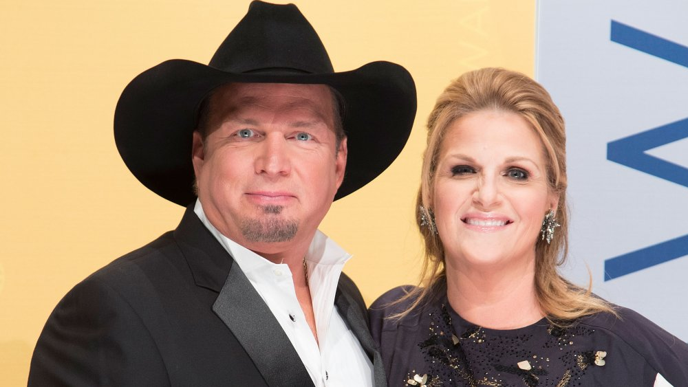 Singers Garth Brooks and Trisha Yearwood attend the CMAs in 2016