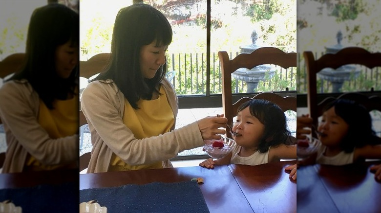 Marie Kondo and daughter at dining room table