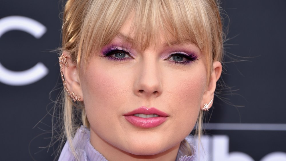 What Taylor Swift Looks Like Underneath All The Makeup