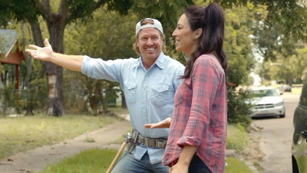 Chip and Joanna from Fixer Upper outside