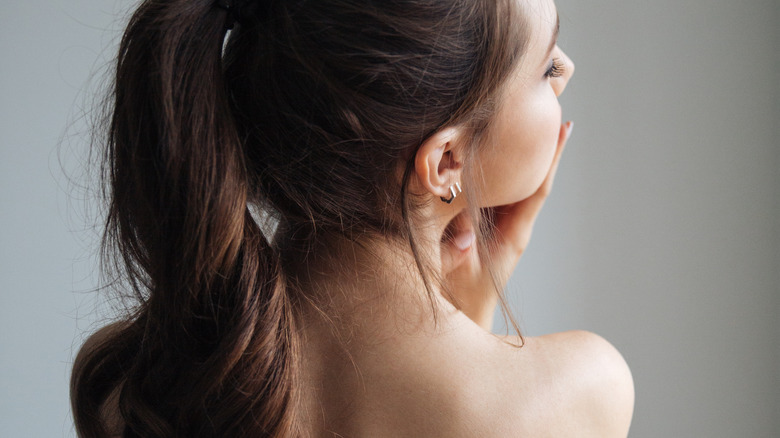 woman's back acne